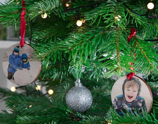 Adorno navideño de madera