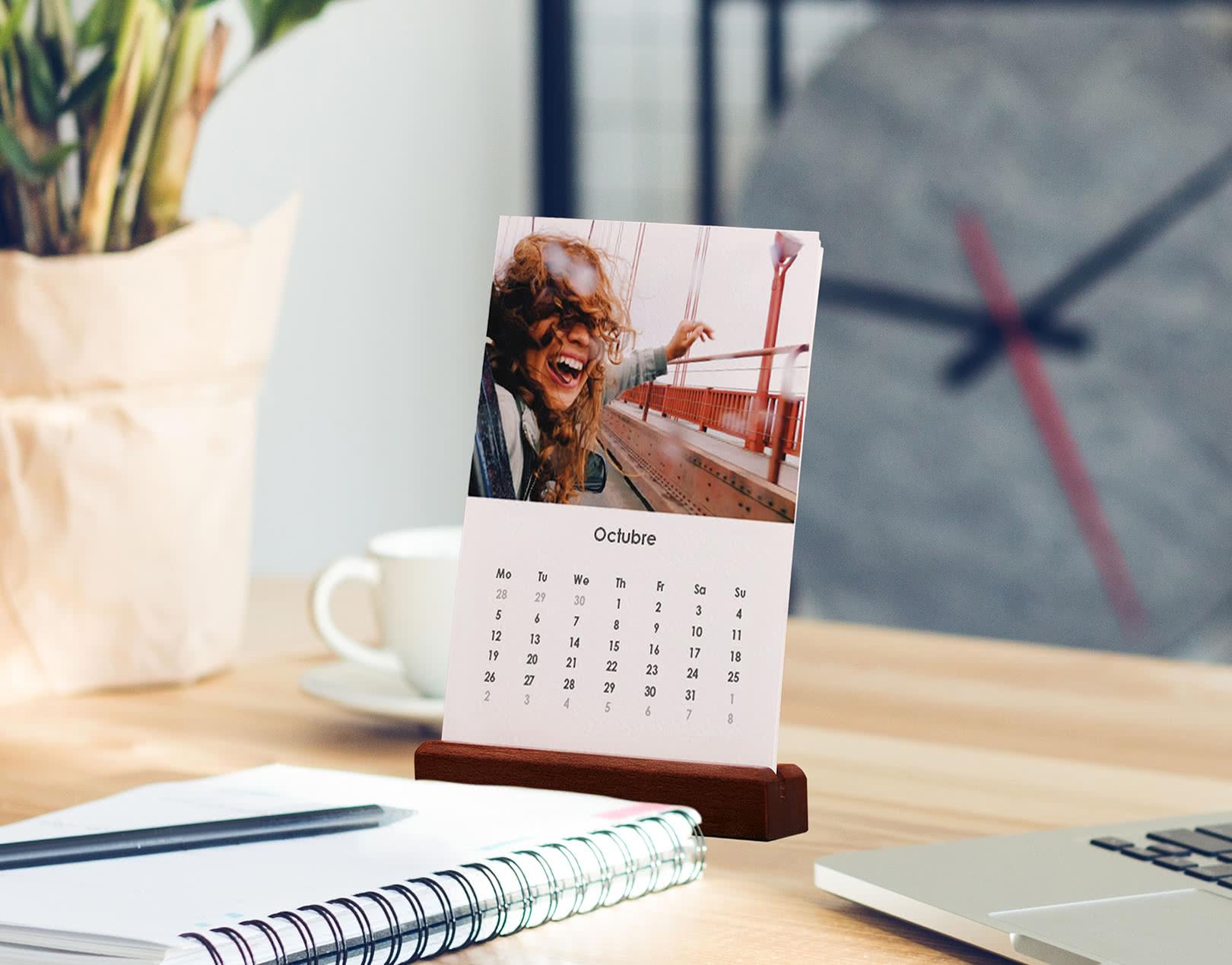 Calendario de Escritorio de Madera