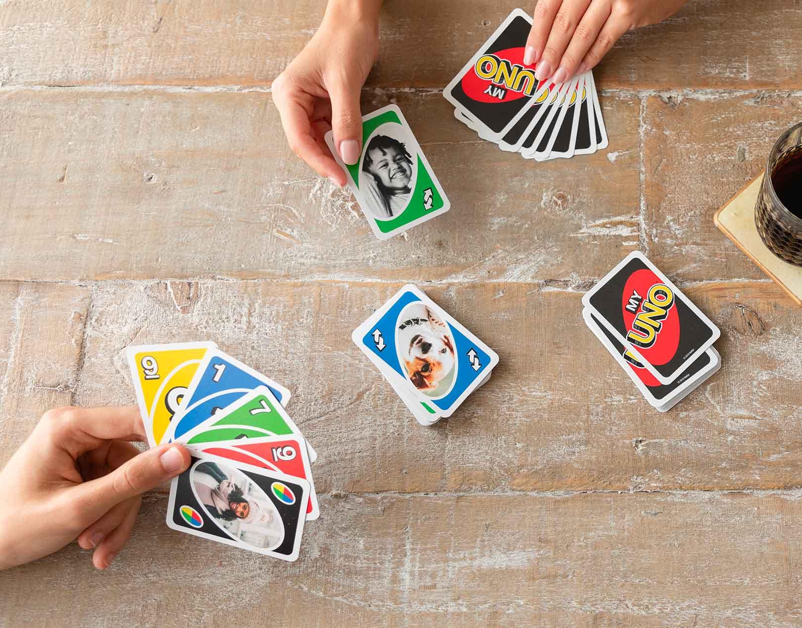 Juego de cartas UNO personalizado