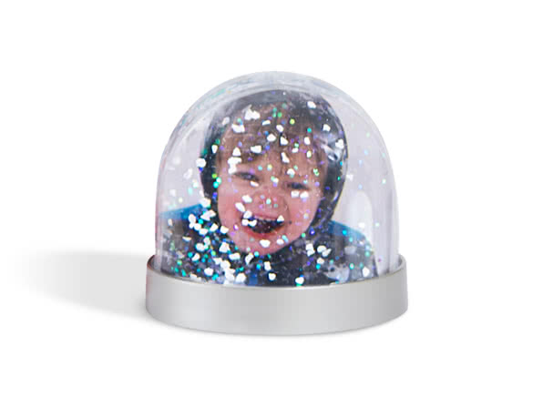 Christmas gift ideas for friends - snow globe - a gift every hour