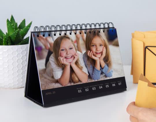 Personalizado de sus propias fotos Calendario de escritorio 2019//20 Regalo